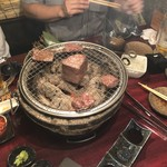 仙次郎 - 塊肉を焼いてるところ
