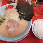 山岡家山形西田店 - 醤油ラーメン中盛 770円