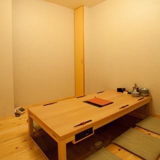 カウンター、テーブル席、個室を含む全席堀り炬燵!