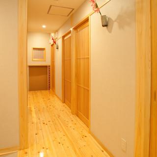 シンプルな和テイストの個室