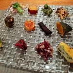 115604300 - キラキラで何度見てもときめく!野菜を使った凝った前菜12種盛りプレート
