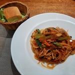 115604317 - 焼きサバとキノコ、泉州産小松菜のトマトソースパスタ、自家製フォカッチャ