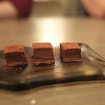 ボニュ - 今すぐ食べちゃわないともう溶けちゃうカカオ120%生チョコ。