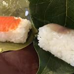 柳豊すし店 - 料理写真:鯖♪ 135円  鮭♪ 155円