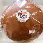 大黒屋菓子舗 - 直径18cmの生どら焼き ずっしり重い!