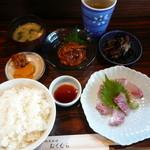 地魚料理 おくむら - イナダの刺身に、イカ肝みそ和えを注文