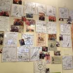 115610409 - たくさんサイン色紙が展示されています