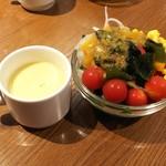 ロブロス バイ ヨッコーズ リコ テーブル - ランチのスープ&サラダバー