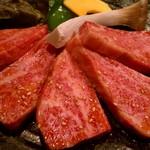 炭小屋 - この肉厚はすごい!