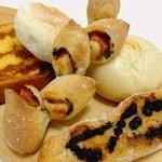 """こなkona工房 - """"ミニチョコバケット、ベーコンねぎエピ、クリームパン、焼きカレーパン、フレンチトースト"""""""
