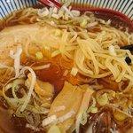 煮干らーめん さかもと - 麺はやや細く感じます。