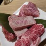 焼肉食べ放題専門店 関舌 -