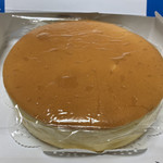 ボンジュール - 開けてみると、こんな感じのチーズケーキが鎮座しています!!
