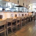 キッチンよい一日 - お一人様に最適なカウンター席もあります。