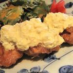11563417 - 地鶏チキン南蛮定食のライトサイズ890円。ライトサイズとは言え、大ピース3切れのボリューム。