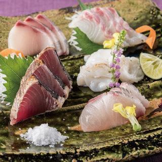多彩な食材で作る和の創作料理。自慢の逸品が並びます。