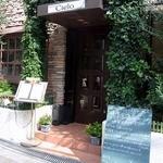 トラットリア チェーロ - お店の入口です。 落ち着いた感じの洒落た入口ですね。