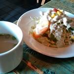 インドカレーツルシ - 茄子おろしドレッシングのサラダとチキンスープ