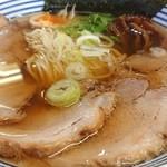 麺や 一紅 - 料理写真:しょうゆラーメン、トッピング→チャーシュー