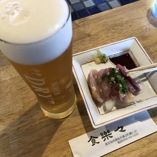 食楽々 - 料理写真:ビールと定食にプラスで追加出来るお刺身