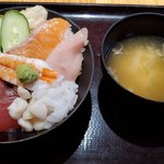 海鮮居酒屋 山傳丸 - 海鮮丼全景