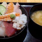 海鮮居酒屋 山傳丸 - 海鮮10種丼の方がイイジャンと言われた