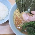 横浜ラーメン 武蔵家  - 料理写真:ラーメン+ライス中
