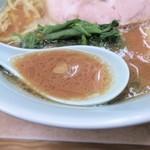 横浜ラーメン 武蔵家  - スープ