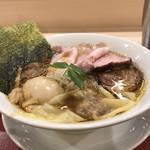 麦と麺助 - 特製中華そば(別アングル)♪