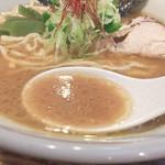 らぁめん 欽山製麺所 - あらゆる素材の感触 単調でなくて 飽きないスープ