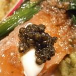 シャントレル - あちきの前菜 タスマニアサーモン 瞬間燻製 温泉卵添え