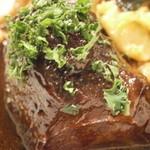 シャントレル - 相方のメイン 牛ホホ肉の煮込み アルザスパスタ添え アップ