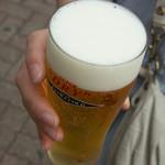 スタミナ苑 - 行列ビール