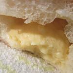 ウララカベーカリー - クリームパンの断面