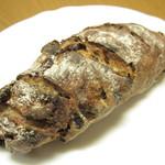 ウララカベーカリー - メリメロ(フルーツ数種、ナッツ数種入ったライ麦パン)