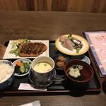 食楽漁師村 - ランチ チキンカツ、刺身、茶碗蒸し、お吸い物、薩摩あげ お新香