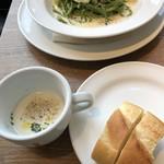 hus - スープとパン