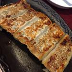 純中国伝統料理四川料理 芊品香 - 棒餃子です 焼き目がきれいでとても美味しいんですが崩れてしまうのが玉に瑕