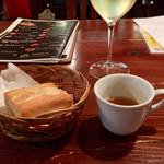 マリスコ - 白ワインとお通し