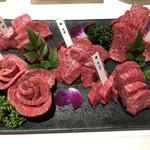 肉匠 いやさか - 五種盛 オシャレすぎん?超綺麗。