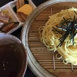 戸塚カントリー倶楽部 - 料理写真:ざるラーメン (冷し醤油ダレ)