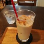 シャワー パーティ カフェ - アイスチャイ¥650