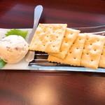 あきたくらす - いぶりがっこのクリームチーズ