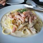 檪の丘 - キノコとベーコンのクリームのスパゲッティーニ 1,200円