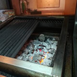 溶岩石で焼く柔らかなお肉を、思う存分ご堪能ください!