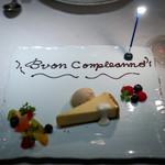 ジャッジョーロ銀座 - スパイスの香りと生姜のジェラートが添えられた「濃厚チーズケーキ」