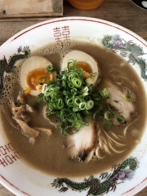 シナカン - らーめん630円 煮卵トッピング100円 ほんと美味しかった!!