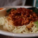 鶏家 バードメン - 汁なし鶏坦々麺(大盛) アップ