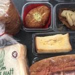 115710472 - メープル丸太、カレーパン、白桃デニッシュ、フレンチトースト、明太フランス、食パン
