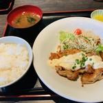 おきらく食堂 - 鶏もも肉のジューシーチキン南蛮定食